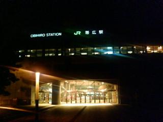夜の帯広駅.jpg