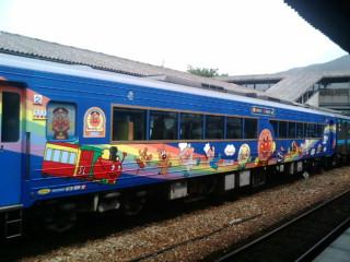 アンパンマン列車徳島版.jpg
