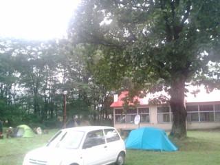 会場前でキャンプも.jpg